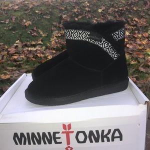 NWOT Minnetonka Booties Sz8